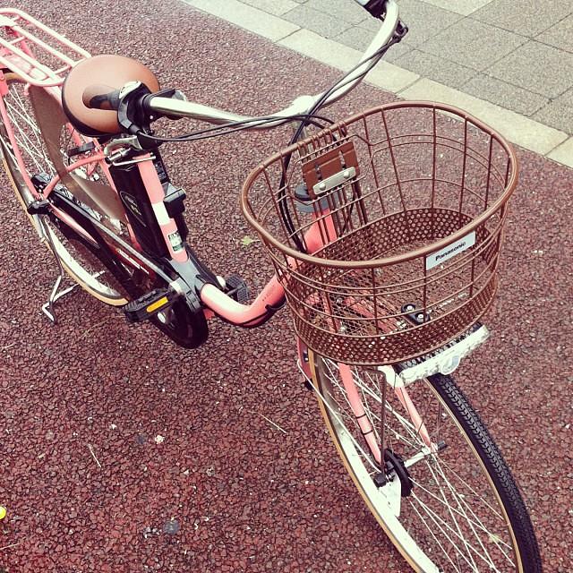 こんなのも入荷しました!PanasonicスタイルViViDXしかもピンク色!仕入れる前は派手かもしれないと思ってたけど落ち着いた色でカワイイ☆ #panasonic #eirin #電動アシスト自転車 #vivi