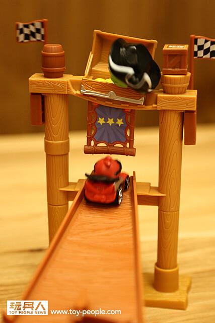 怒踩油門~ Angry Birds Go! 玩具 & 電玩 合體甩尾狂飆啦!!!