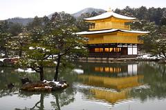 (che_ck_it) Tags: snow kyoto   kinkakuji  {vision}:{mountain}=0631 {vision}:{outdoor}=092 {vision}:{sky}=0528
