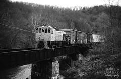Little Engine Pushing (jwjordak) Tags: valley boxcar trees bridge 101 ohic freightcar s2 ohirail bergholz ohio unitedstates us railroad