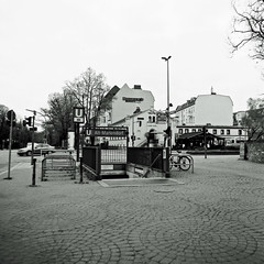 Berlin BVG U-Bahn U6 Alt Mariendorf 2017 (rieblinga) Tags: bvg berlin ubahn u6 alt mariendorf eingang analog sw alford delta 100 rollei 6008 src 1000 carl zeiss 50mm 2017
