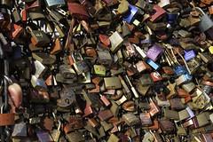 Ponte dos Cadeados (izejapanese) Tags: cadeados pontes coisas padrão colours cores