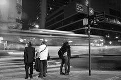 (Claudio Blanc) Tags: streetphotography street fotografiacallejera fotografianocturna buenosaires blackandwhite blancoynegro bw bn night noche nocturna argentina