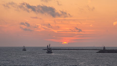 IJmuiden sunset (tribsa2) Tags: nederlandvandaag marculescueugendreamsoflightportal sunset sunrisesunset s