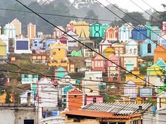 Guatemala 557 (Alveart) Tags: guatemala centroamerica centralamerica latinoamerica latinamerica alveart luisalveart quiche elquiche chichichichicastenango ladino colorful graveyard cementerio tombsguatemala