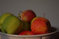 Still with apples  #germanroamers #apple #apfel #münchen #munich #unterschleissheim #grün #rot #schale (foto.peter.schneider) Tags: munich unterschleissheim rot germanroamers apple grün apfel münchen schale