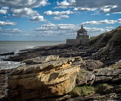 The Bathing House, Howick Haven (Explored) (cjgoddard1952) Tags: northumberland thebathinghouse rumblingkern sandstone clouds