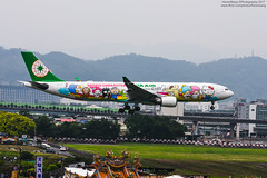 EVA AIR Sanrio Characters Livery 夢想機 JOYFUL DREAM | EVA Air Airbus A330-302 | B-16332 (HarenWang) Tags: 台灣 臺灣 taiwan taipei travel fly flying veiw views trip traveling photography 航空 airport aircraft aviation taipeisongshanairport tsa songshan 松山 松山機場 松山國際機場 機楊 international 國際 臺北松山機場 飛機 航空器 青空 空 青 eva air airbus a330302 hello kitty hellokitty livery b16332 空巴 空中巴士 a330 長榮 長榮航空 a330300 a333 夢想機 joyful dream staralliance sanrio sanriocharacters evaair joyfuldream