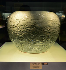 DSC_0233 (H Sinica) Tags: 雍正 yongzheng qing 清 景德鎮 jingdezhen porcelain 青釉 缸 celadon