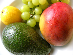 Vierfrucht (manoftaste.de) Tags: fruits fruit lemon healthy papaya vitamins trauben frchte vitamine zitrone gesundheit gesund healthful gesundheitsfrdernd