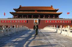 Beijing, Entry to Forbidden City (blauepics) Tags: china city people man building soldier gate leute eingang chinese beijing menschen forbidden stadt mao mann tor gebude entry peking soldat chinesen verbotene