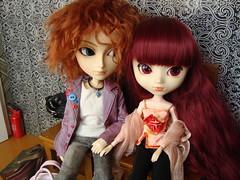 Mad y Susumi  (El beso) 4 (Lunalila1) Tags: paris dark hotel outfit doll tour wig nakano groove pullip mad fh kuro vi hatter elbeso susumi alberic taeyang junplaning stica