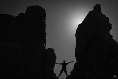 Lo que quieras conseguir...está al alcance de tus manos... (TALOS300) Tags: blackandwhite bw blancoynegro sombra tenerife silueta sigma1020mm nikond3100