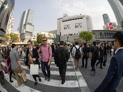 Shibuya crossing fish-eye (kasa51) Tags: street people japan tokyo crossing candid samyang75mmf35fisheye