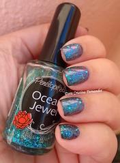 Hits: Super Cute + Penélope Luz: Ocean Jewel (Dora Cristina Fernandes) Tags: indienailpolish glitter duochrome penelopeluz hits artisticnails nagellack esmaltes manicure unhasartísticas vernisàongles vernizesdeunhas smaltoperunghie naillacquer nailpolish greennailpolish unhasdecoradas nailart