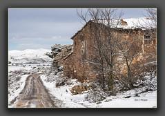 Masía camino del Nacimiento del Río Mijares (Juan J. Marqués) Tags: masia nieve rodeno cedrillas teruel azul