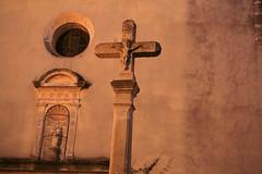 Christ de Montpeyroux (Steph Blin) Tags: montpeyroux 34 occitanie languedoc inri culte christ jésuschrist église church croix cross cruz iglesia france noche marie vierge viergemarie niche cage