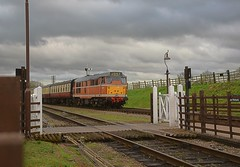 Class 31 D5830 approaches Quorn & Woodhouse Station, with the penultimate train of th day. GCR Spring Diesel Gala. 19 03 2017 (pnb511) Tags: greatcentralrailway trains railway locomotives loco br class31 diesel spring gala gcr track train ochre