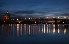 Toulouse express escapada. (RosanaCalvo) Tags: atardecer francia garonne toulouse ciudad cúpula horaazul puente reflejos rio
