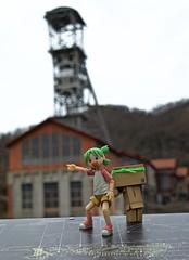 « Come to the old coal mine!! » (Damien Saint-é) Tags: danbo frenchmanga yotsuba japan manga toy jouet vinyl kotobukiya revoltech gâteau cookie