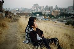 (Džesika Devic) Tags: southkorea koreancouple korea city view dusk sunset beforesunset boy girl love seoul canonae1 kodakgold iso200 film vintage candid romantic couole couple toronto wedding photographer engagement editorial korean