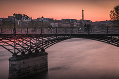 Evening atmosphere on the Pont Des Arts (Sizun Eye) Tags: pontdesarts paris france francja europe europedelouest westerneurope bridge seine river longexposure poselongue twilight crépuscule evening atmosphere ambiance toureiffel eiffeltower eiffel mood moody nikond750 nikon d750 tamron2470mmf28 tamron 2470mm sizuneye leefilters lee gettyimages