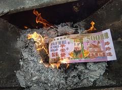 Qingming Festival/清明节 123040 (Petr Novák (新彼得)) Tags: qingmingfestival 清明节 festival 清明 节日 chingmingfestival tombsweepingday chinesememorialday ancestorsday 中国 china čína 广西 guangxi 柳州 liuzhou 亚洲 asia asie ancestor fire burn money paper 火 烧 钱