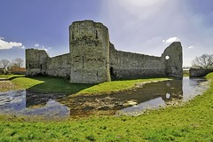 Pevensey Castle (marechal jacques) Tags: pevensey castles castell ruins towers middle ages fortresses history historical mediaeval châteaux forteresses fortifications ruines moyen age médiévales donjons remparts fortifiées forts histoire citadelles schlösser schlosses burgen kasteel castel ruin fortress zitadelle geschichte stadtmauern mittelalterlichen mittelalter