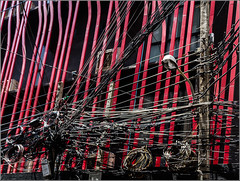 What the F**** ? (Hervé Marchand) Tags: 2017 thailande electricity wire fils bangkok rouge noir circle urbain details 52 challenge