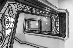 Olhando para cima (Pablo.Barros) Tags: southamerica américadosul riodejaneiro brasil brazil canon 6d canon6d architecture arquitetura blackandwhite blancoynegro pretoebranco travelphotography travel viagem fotografiadeviagem pontodevista pointofview escada staircase