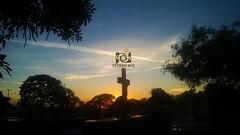 Cemitério (Galeria FotografArte) Tags: cemitério cruz céu azul ciano dourado amarelo lápide morte tarde poente galeria fotografarte fotosamadoras photographyamateur brasil fotoamatoriali interiordesão paulo sp