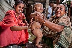 (unicefindia) Tags: bathing family india infantsunder1year women