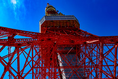 Tokyo Tower in The Blue Sky : 青空に東京タワー (Dakiny) Tags: 2017 spring april japan tokyo minato minatoward park garden shibapark city street outdoor landscape architecture japanesearchitecture tower blue sky nikon d7000 sigma 1770mm f284 dc os hsm sigma1770mmf284dcmacrooshsm nikonclubit