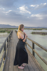 (Iván.Gnell) Tags: portrait retrato waterscape paisaje water agua sky cielo gangway pasarela nature naturaleza clouds nubes spain españa alicia model modelo woman mujer nikon d3200 photography fotografia blonde rubia perspective perspectiva mountains montañas 1870mm