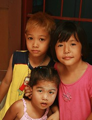 children (the foreign photographer - ฝรั่งถ่) Tags: three children kids two girls boy bleached hair khlong thanon portraits bangkhen bangkok thailand canon kiss