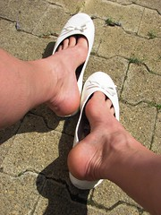 well used white leather sabrinas - outdoor shoeplay in the sunshine (Isabelle.Sandrine1993) Tags: tattoo shoes toes pumps outdoor tattoos flats dangling sabrinas ballerinas balletflats shoeplay whiteleathersabrinasoutdoor