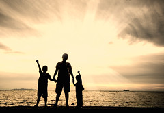 silhouette (ARZTSAMUI) Tags: family boy sky cloud love beach girl silhouette happy twilight dusk daughter mother son