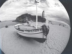 Blanes. (Aleix Alonso) Tags: boy sea blackandwhite espaa white black blancoynegro blanco beach photography photo spain barco foto photographer 5 negro young playa pic catalonia catalunya chico hombre catalua joven fotografo blanes iphone fotografa iphone5 uploaded:by=flickrmobile flickriosapp:filter=nofilter