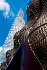 Contrasting styles (The Green Album) Tags: london glass metal architecture hospital office curves entrance guys tourist tall shard wavy stthomas offices highest