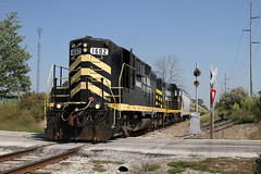 Distance Signal (M. Lastovich) Tags: ohio pipe indiana trains oh distance signal loads railroads montpelier northeastern 1602 emd gp9 iner