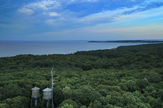 Twin watertower looking out to Long Island Sound (NestorDesigns) Tags: park trees sky kite water photography day cloudy watertower north jr kites shore kap rivera kiteaerialphotography rigs nestor picavet brooxes fled caumsett 2013 canoneosm nestordesigns