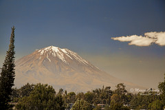 El Misti desde Arequipa (Marcos GP) Tags: mountain volcano per arequipa peruvian volcan marcosgp