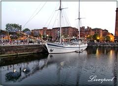 LIVERPOOL (ENGLAND) (Sigurd66) Tags: uk inglaterra england liverpool boat barco ship unitedkingdom albertdock thepool vision:outdoor=0948 vision:sky=0622 vision:car=056