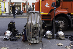 Incendie boulevard Sbastopol (Sergi Wave) Tags: street paris france canon fire boulevard wave 5d 40 28 firemen pancake 40mm 20 sergi sebastopol pompier decembre incendie casque pompiers sbastopol 2013 casques