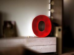 "forme lettre ""O"" (OLDLENS24) Tags: lighting homemade form letter o joinery red plexiglas éclairage fabrication maison forme lettre menuiserie bois rouge sonxnex tiltshiftring lensrevuenon50mm14 plo"