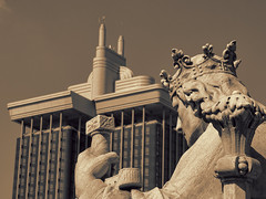 game of crowns (Soenke HH) Tags: bibliotecanacionaldeespaña nationalbibliothekspanien krone crown pov placadecolon torresdecolon olympuse5 olympus e5 fun blackwhite sepia bw sw sculpture skulptur bibliothek library biblioteca swd1260