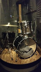 Dave Grohl's drums (Adventurer Dustin Holmes) Tags: 2017 drums nirvana davegrohl musicalinstrument music celebrityowned davegrohlsdrums drumset mopop museum seattlewa seattlewashington