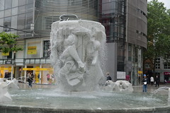 fountain Ziel FRA 5-30-16 3k (THE Holy Hand Grenade!) Tags: fountain zeil altstadt frankfurtgermany nikond610 nikkor50mmƒ14afd geotagged