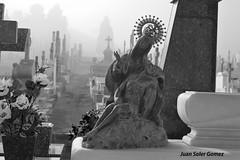 VIRGEN DE LA CARIDAD (2) (juansolergomez) Tags: cartagena cementerio virgen caridad santa lucia los remedios escultura niebla