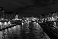 La Seine, Paris (gerritdevinck) Tags: laseine parijs paris france frankrijk fujifilm fujifillmx100t x100t xseries bigcity city citytrip citylife lovelycity bw bwphotography zwartwit zwartwitfotografie stadslandschap metropool metropole monochrome seine